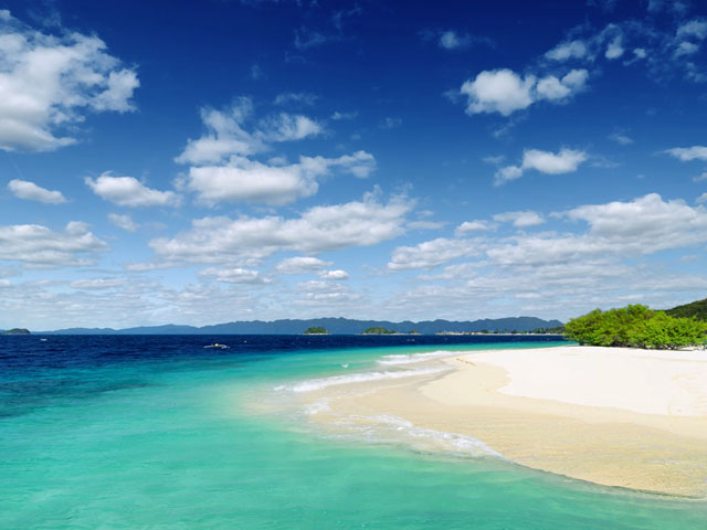 White sand and Sky- Island Hopping in Coron